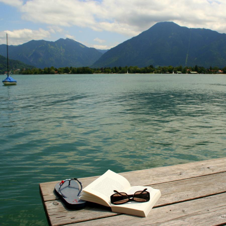 Foto af bog på badebro